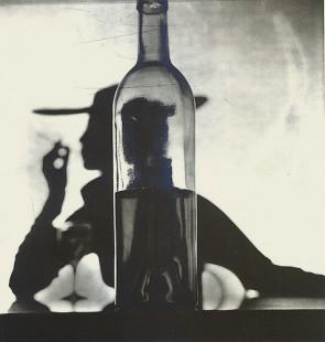 irving-penn-girl-behind-bottle-1949-e1445327282872