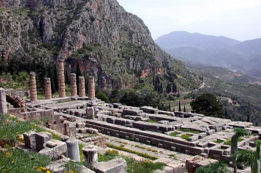 Quanto temple_of_apollo_delphi