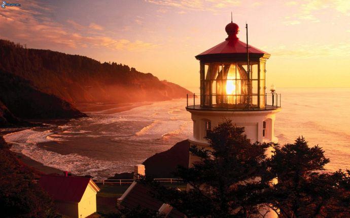 faro,-spiaggia-al-tramonto,-vista-sul-mare-202356