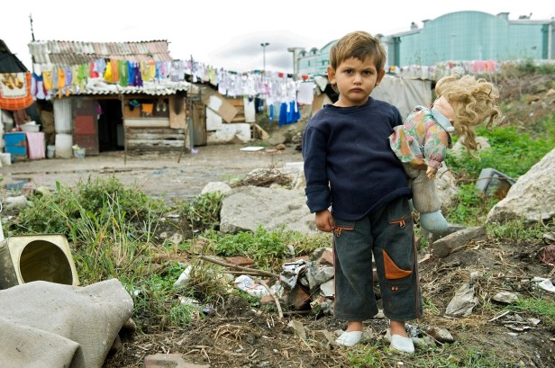 il bambino poverta-infantile-eu