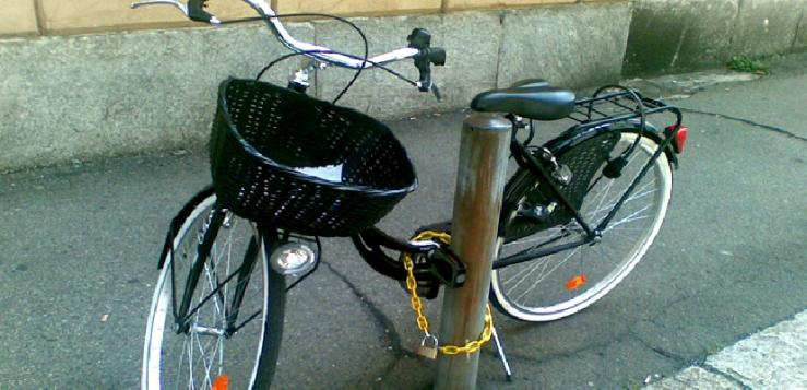 Il trolley bici-in-sosta-su-marciapiede-a-ragusa-multe-fino-a-500-euro-400