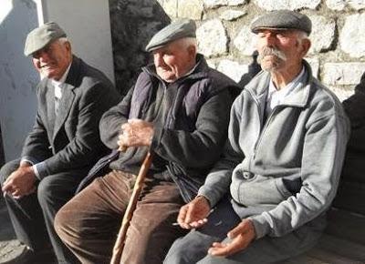 anziani-seduti-panchina-01 (2)