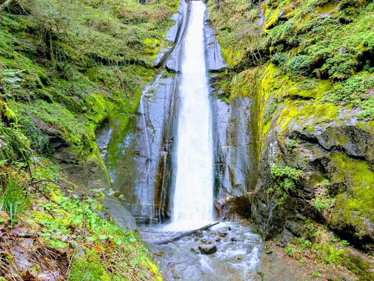 Smolari Waterfall – hiking through amazingnature