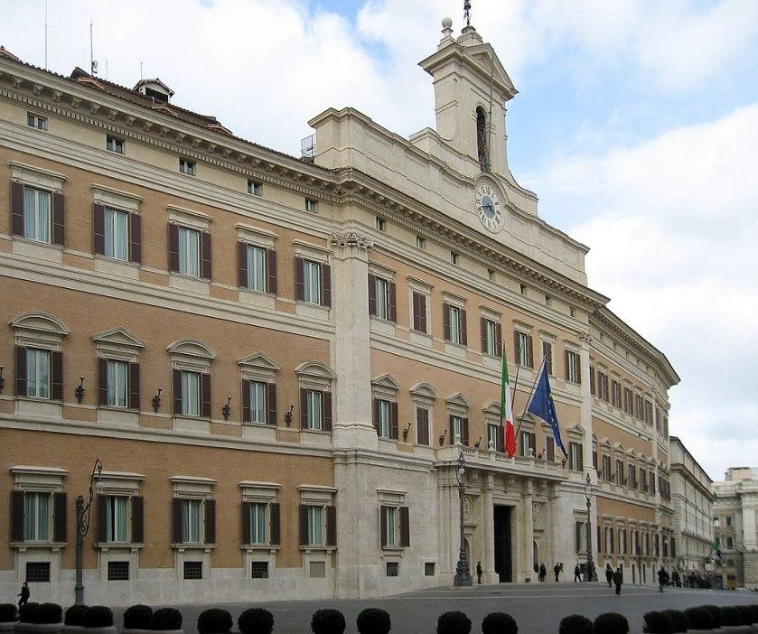 1024px-Palazzo_Montecitorio_Rom_2009