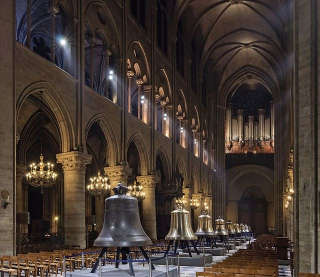 1181px-Cathedrale_Notre-Dame_de_Paris_nef_nouvelles_cloches