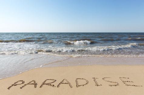 spiaggia-con-il-paradiso-di-parola-della-sabbia-32864885