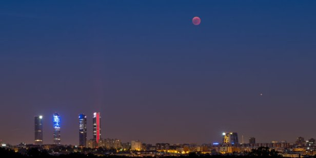 A blood moon over Madrid skyline during a total lunar