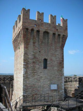 Rocca_di_Urbisaglia_mastio.jpg