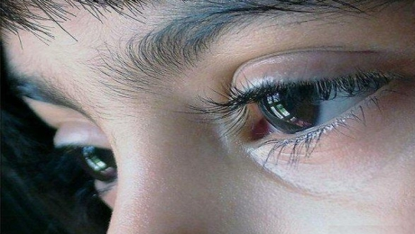 De ce ni se zbate pleoapa ochiului?