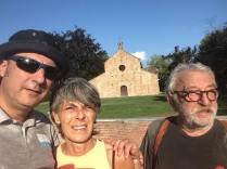 anc I camminatori arrivano alla Pieve di Viguzzolo