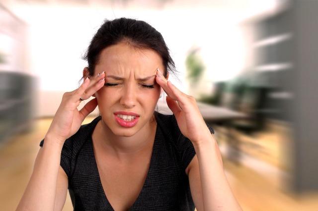 MEDICINA ONLINE HEAD PAIN DOLORE FASTIDIO MAL DI TESTA GLICEMIA, CALO ZUCCHERI PRESSIONE ARTERIOSA IPOTENSIONE DONNA TEMPIE STANCHEZZA TIRED WALLPAPER PIC PICTURE HI RES EMICRANIA AURA D