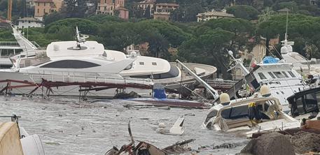 Maltempo: mareggiata fa 'strage' yacht a porto Rapallo