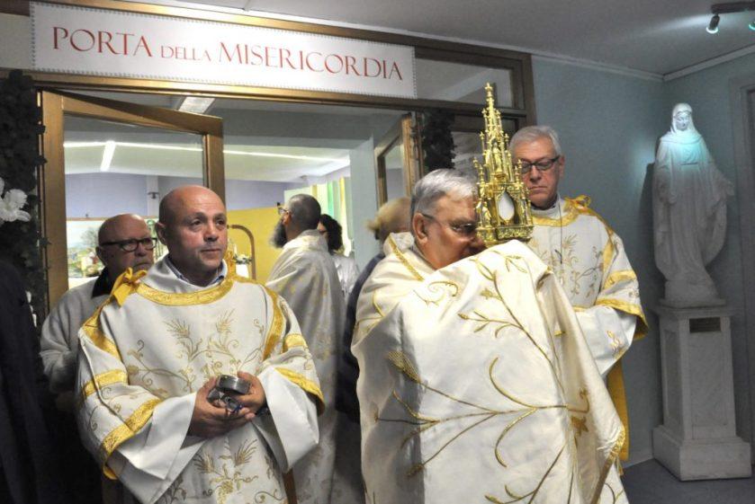 asl-toscana-nord-le-preghiere-in-corsia-costano-240-000-euro-allanno-1024x685