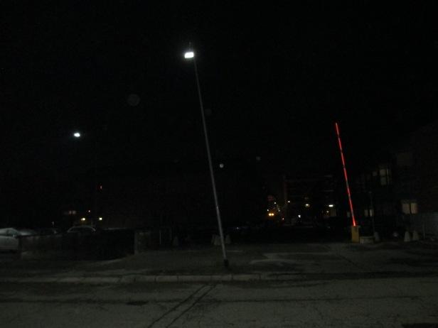 Il lampione pende come la Torre di Pisa, in piazza Basile IMG_2877.JPG