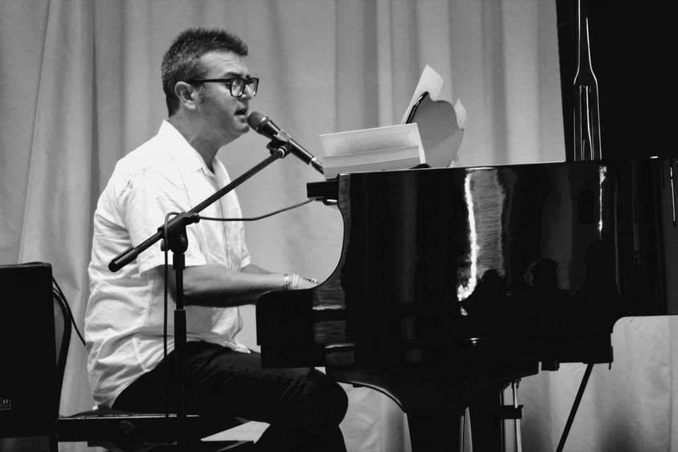 """Artisti """"Verseggiatori"""": Corrado Coccia (cantautore,pianista)"""