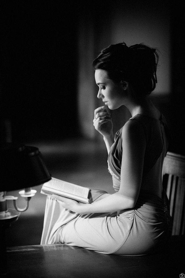 87ea165fa8f2b073aeb7274f3cda4777-reading-is-sexy-woman-reading