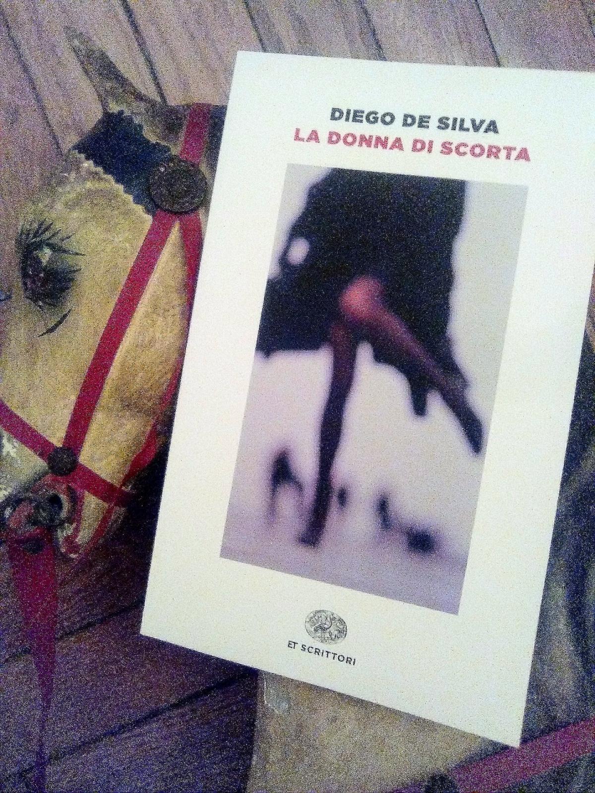 """Diego De Silva, La donna di scorta. """"Il caso non è casuale. Fa quello che non gli vieneimpedito."""""""