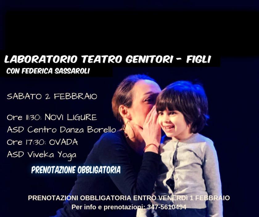 L'attrice Federica Sassaroli insieme a una bambina durante  una sessione di laboratorio teatre che ella tiene con genitori e filgi