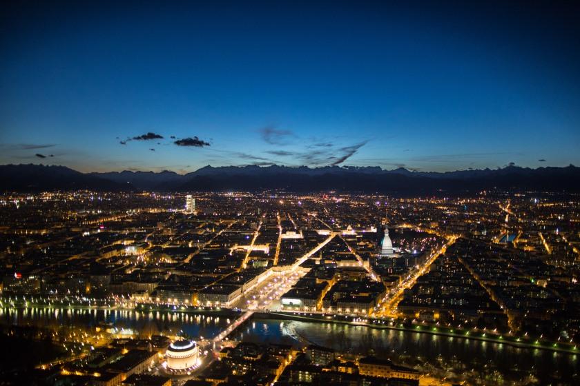 orizzonti d'Italia: prima dell'alba e dopo il tramonto, visti dal cielo