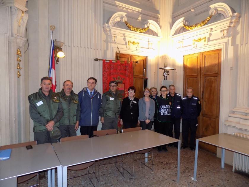 bott L'assessore Caprioglio con il dirigente del settore ambiente Coggiola e i rappresentanti di Polizia Locale, Guardie Ambientali e Ispettori Ambientali.jpg