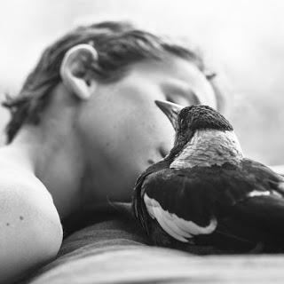 donna con uccello.jpg
