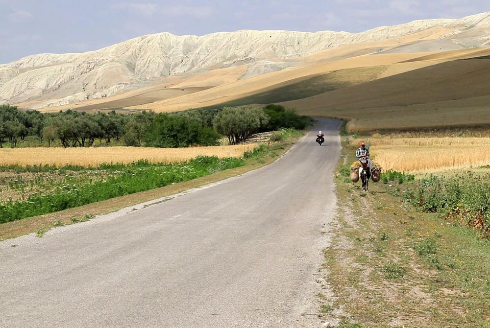 Marocco-in-moto-la-strada-verso-Fez copia