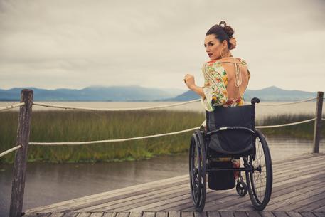 Samantha Bullock, modella disabile lancia linea dimoda