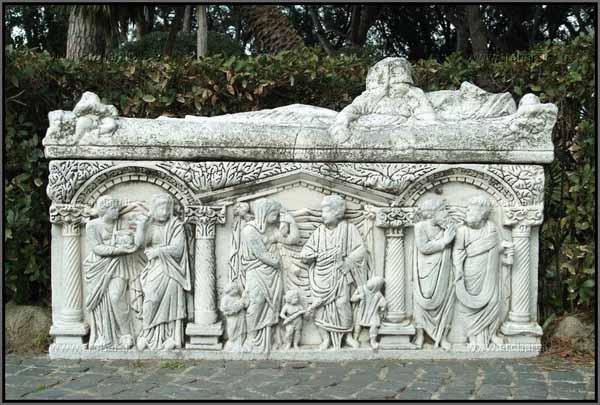 Ostia Antica, sarcofago decorato