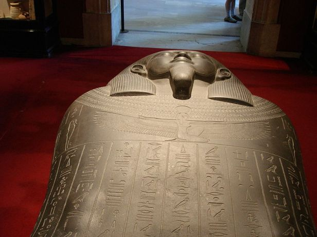 800px-Istanbul_-_Museo_archeol._-_Sarcofago_egizio_sec._VI_aC_riusato_da_Tabnit,_re_di_Sidone_-_Foto_G._Dall'Orto_28-5-2006_01