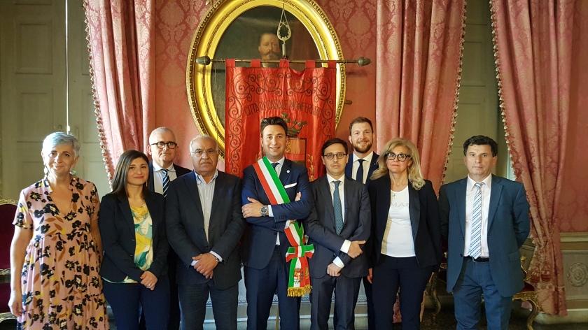 Nuov Giunta con presidente Consiglio Casale.jpg