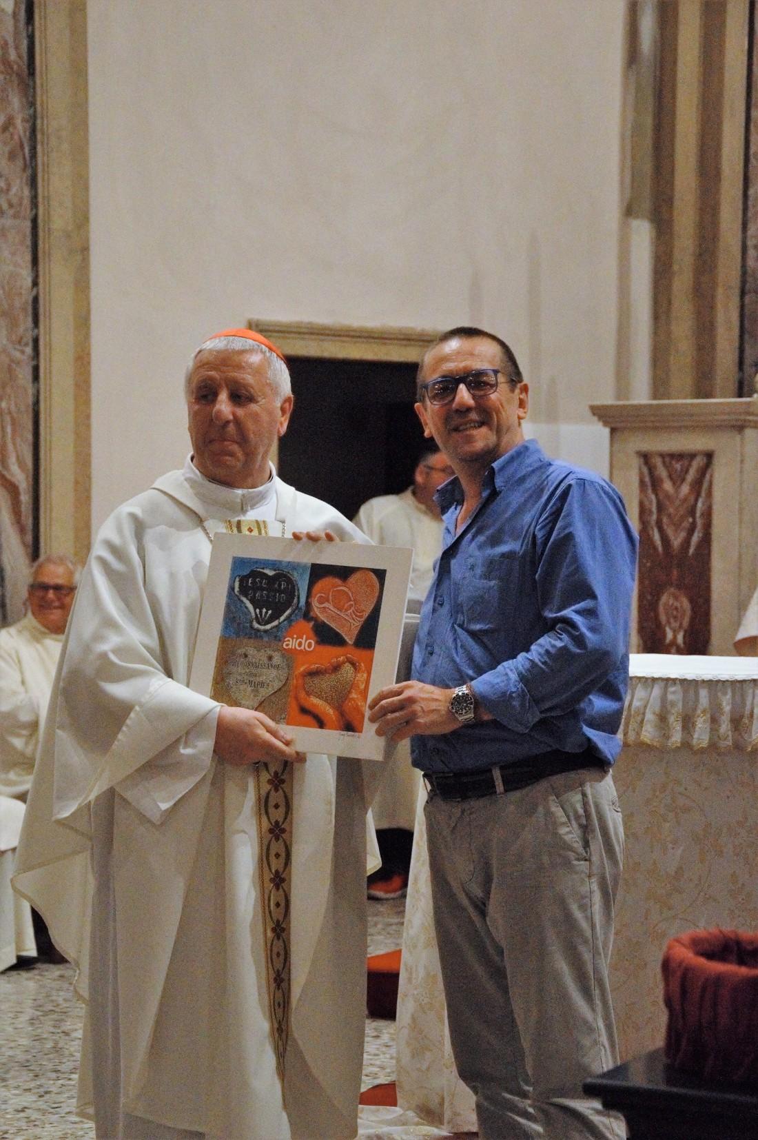 Consegna a Monsignor Versaldi.jpg