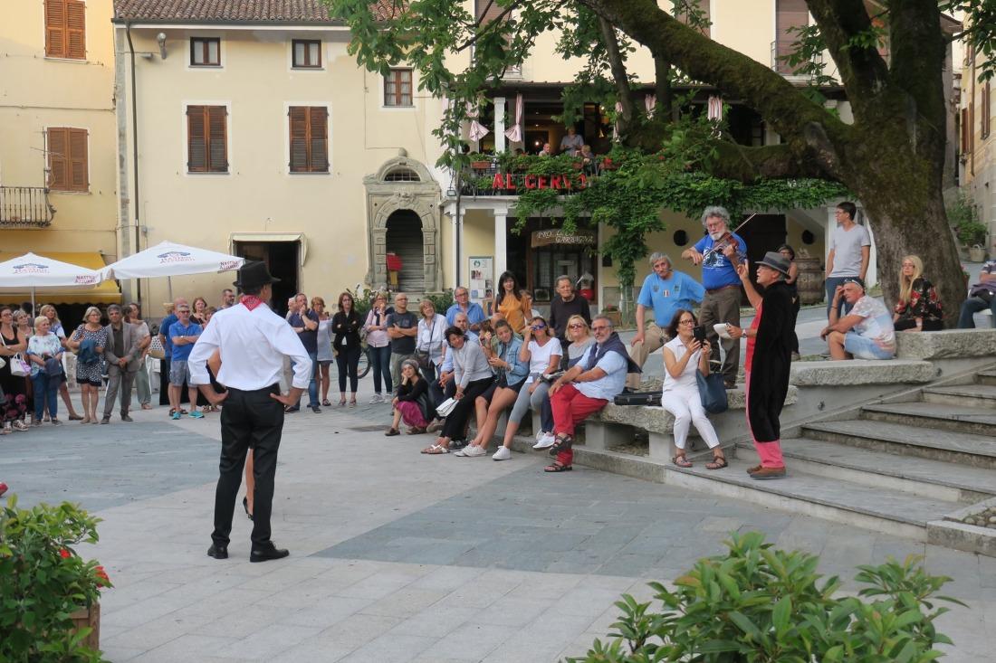 Garbagna spettacolo in piazza Doria