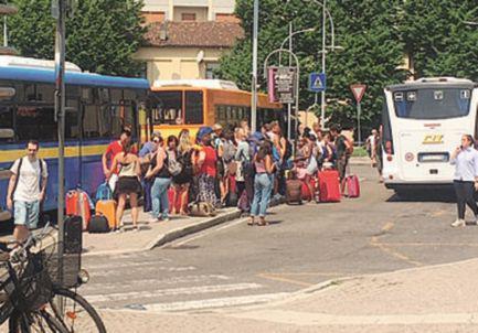 GN4_DAT_1639248.jpg--tragedia_in_stazione__una_persona_si_getta_sotto_un_treno_.jpg