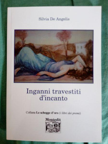 libro Inganni travestiti d'aincanto