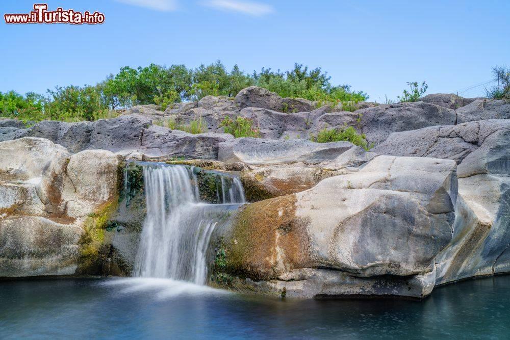xdentro_al_parco_fluviale_delle_grotte_dell_alcantara_in_sicilia.jpg.pagespeed.ic.WOJoD3L2JN