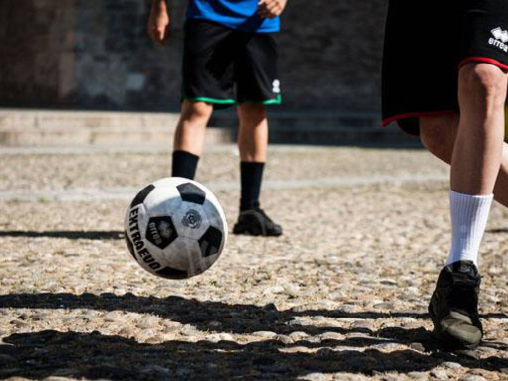 Calcio in strada.jpg