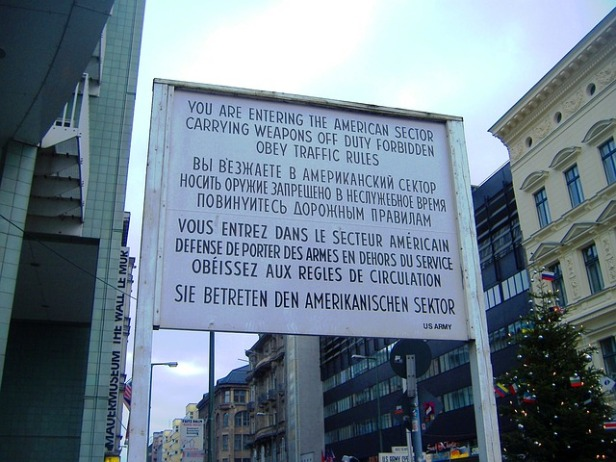 checkpoint-charlie-700252_640