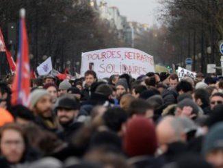 Siamo vicini francia-scioperi-326x245 copia
