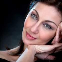 Elena Pistillo attrice