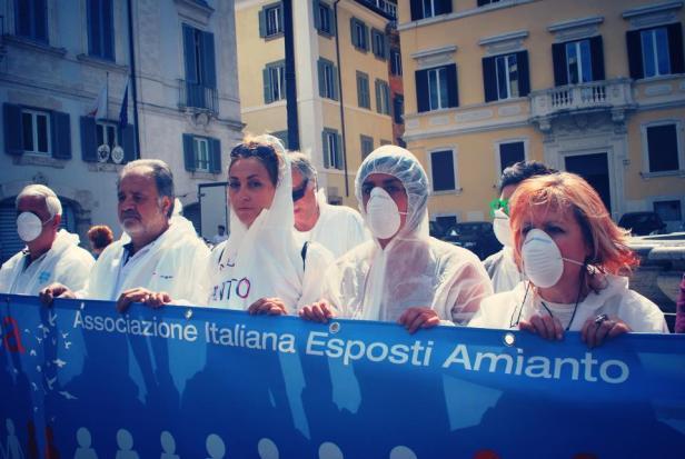 aiea Maura Crudeli Manifestazione AIEA con mascherine