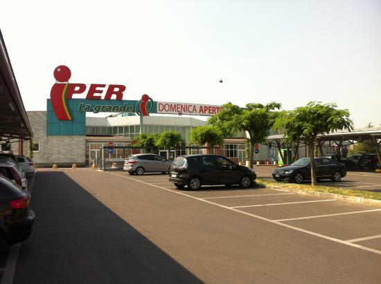 iper-shopping-mall