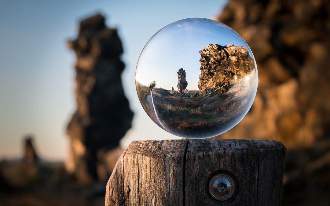 glass-ball-1746506_1280-1080x675
