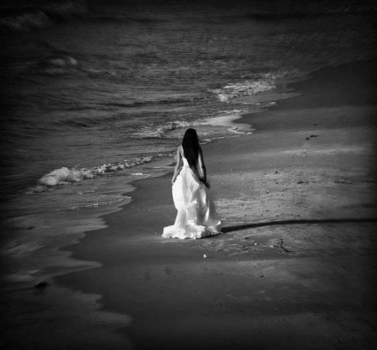 donna-in-spiaggia